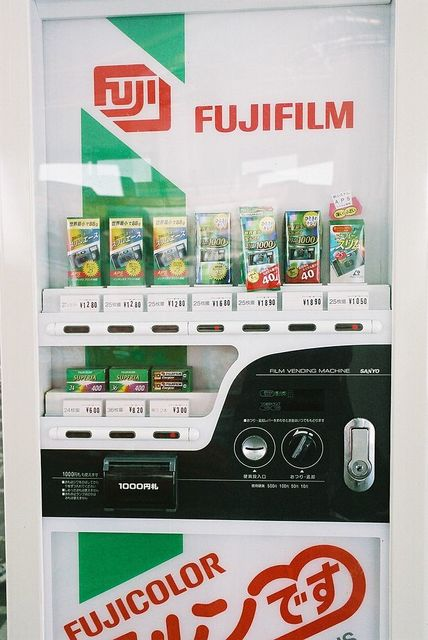 http://upload.wikimedia.org/wikipedia/commons/thumb/a/a6/Fujifilm%27s_Disposable_camera_Vending_machine.jpg/640px-Fujifilm%27s_Disposable_camera_Vending_machine.jpg (1485067)