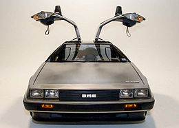 https://upload.wikimedia.org/wikipedia/commons/thumb/8/86/DeLorean_DMC-12_with_doors_open.jpg/260px-DeLorean_DMC-12_with_doors_open.jpg (871936)