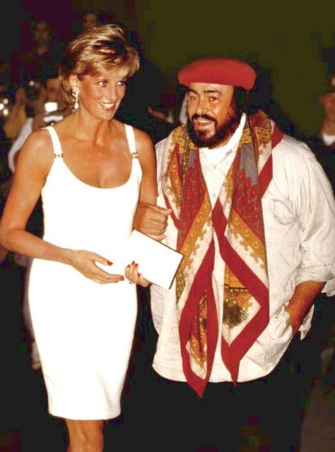 September 12, 1995: Diana is greeted b Pavarotti on arrival in Moderna, Italy for a concert to raise money for Bosnian children. | Pinterest |ルチアーノ・パヴァロッティ (1689181)