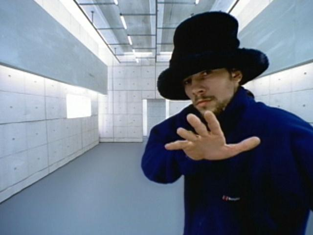 PV「Virtual Insanity」の画像