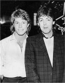 Andy Gibb photo gallery page 6 アンディ・ギブとポール・マッカートニー (1689192)