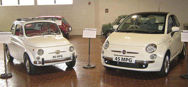 http://storiesgadget.jp/wp-content/uploads/2014/09/1966_Fiat_Nuova_500F_and_2008_Fiat_500_1.jpg (273487)